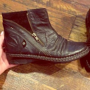 Earth black leather boot
